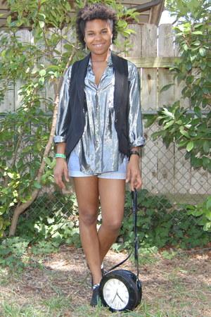 lace up oxfords shoes - clock purse purse - Guess shorts - vintage Bebe vest - F