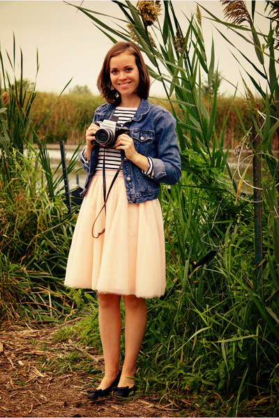 peach tulle modcloth skirt - sky blue jean jacket - white twik sweater