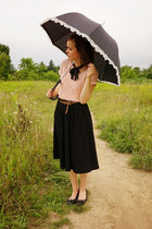 light pink hand-me-down Thyme shirt - black umbrella accessories
