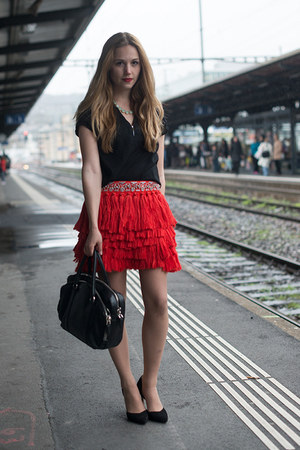 red H&amp;M skirt