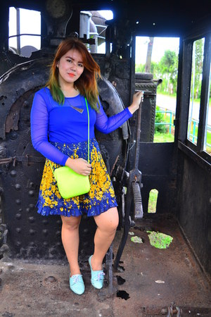 vintage skirt - maldita blouse - Heart and Sole heels