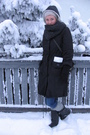 Gray-jacket-black-ellos-shoes-gray-scarf
