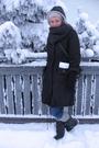 Gray-jacket-black-ellos-shoes-gray-scarf