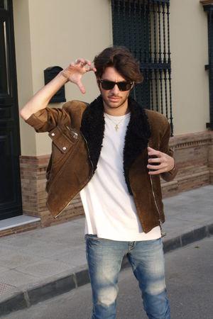 jacket - t-shirt - jeans