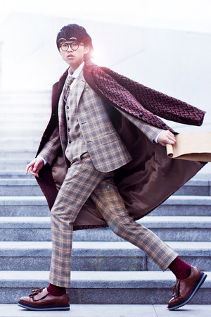 crimson WWWFABRIXQUARECOM shoes - maroon diddi dow coat - tan DANDYINNE suit
