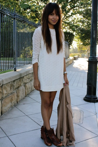 http://images2.chictopia.com/photos/Jujubabyy/6694979278/white-thrifted-dress-beige-free-people-blazer-brown-vintage-boots_400.jpg