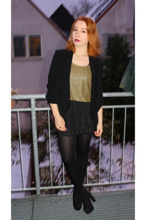 black H&M blazer - gold vintage shirt - black H&M shorts - black H&M pumps