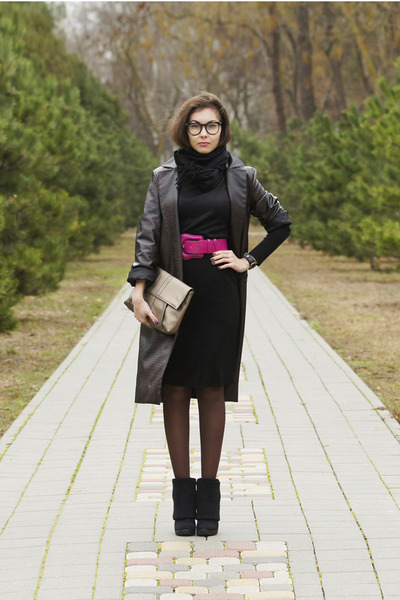 pink Oggi belt - dark brown snake printed self-made coat
