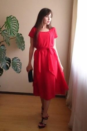 red dress - red earrings