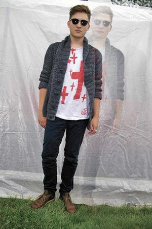 DIY t-shirt - H&M jeans - H&M cardigan - Clarks boots - vintage sunglasses - H&M