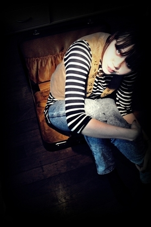 beige vest - blue H&M leggings