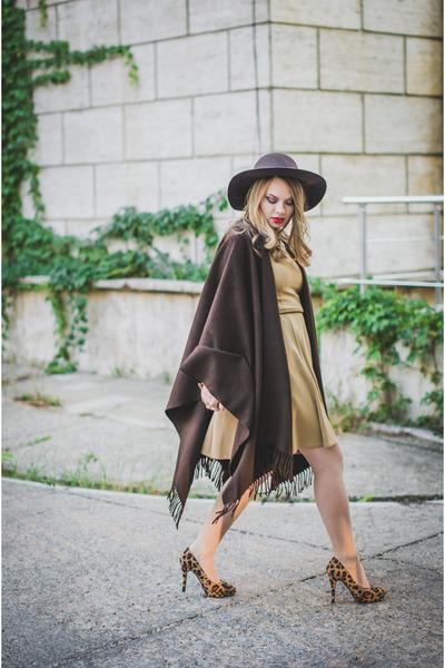 dark brown BLANCO hat - tan Zara dress - dark brown H&M pumps
