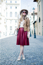ruby red Front Row Shop skirt - off white Tino González shoes