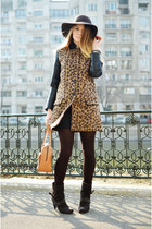 black Pull and Bear coat - dark brown Tino González boots