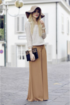 light brown hat - tan pants - off white blouse