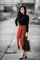 Burned red wrapped skirt