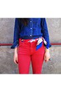 Red-jeans-blue-shirt