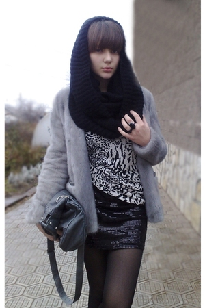 black H&M scarf
