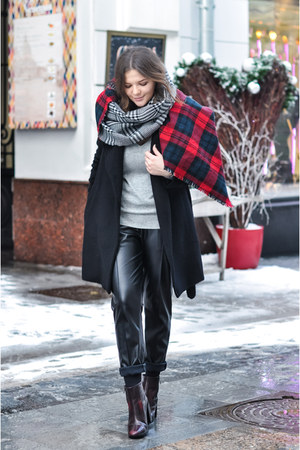 black DKNY pants