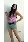 Boots-hollister-shorts-forever-21-belt-hollister-blouse