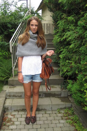 brown Henri Lloyd shoes - blue Zara shorts - gray benneton jumper