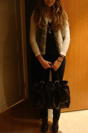 H&M shirt - whyred vest - Primark vest - elle jeans - Baglady purse - H&M shoes
