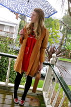 yellow Secondhand coat - red Secondhand dress - red Secondhand shoes - brown Sec