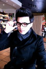 Black-oliver-peoples-glasses-black-h-m-jacket-gray-amicale-scarf