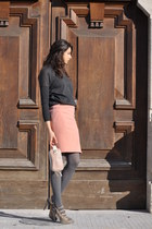 light pink knee-length Alessandro DellAcqua skirt
