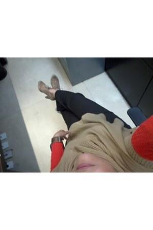 aviesta boots - vintage sweater - beige cape