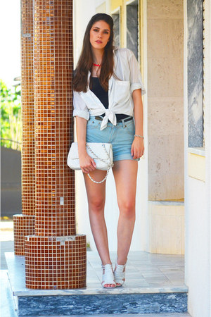 sky blue denim Romwecom shorts - hot pink H&M necklace