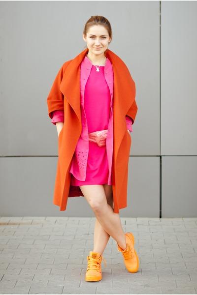 hot pink Saska Fashion dress - carrot orange Palladium boots