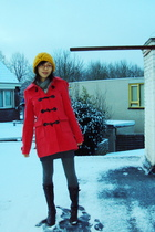 gold Forever21 hat - red Newlook coat - gray Newlook tights - blue cotton on ski