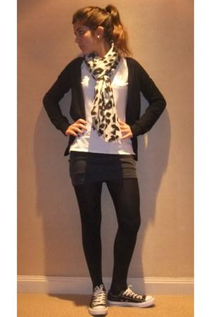 Calzedonia tights - leopard print H&M scarf - Gap blouse - Zara cardigan - Prima