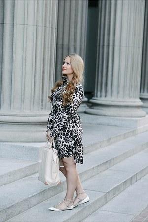Diane Von Furstenberg dress - Alexander Wang bag - Valentino flats