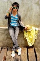Ray Ban glasses - H&M t-shirt - Levis pants - H&M scarf - asos shoes - H&M hat