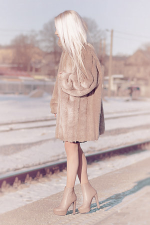 nude high-heel boots - nude fake fur thrifted coat