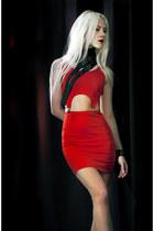 red Boohoo dress - black collar DIY accessories