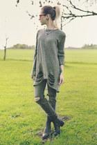 gray ripped H&M jeans - black vagabond boots