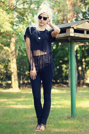 black high-waisted Seppälä jeans - black DIY t-shirt - black Zara sandals