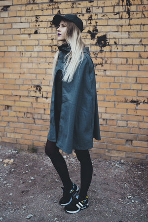 gray sammydress cape - black sammydress sneakers