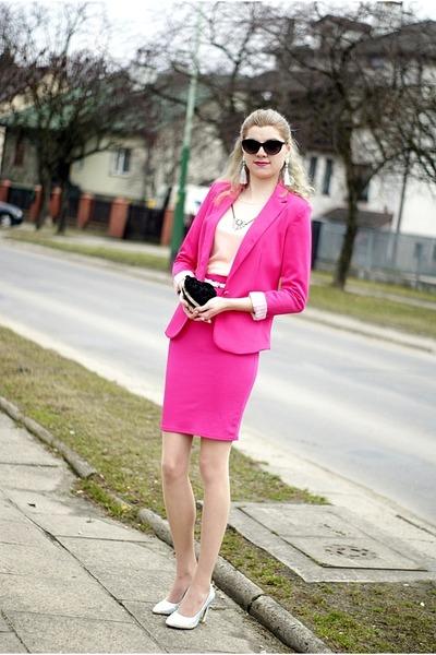 Hot Blonde In Pink