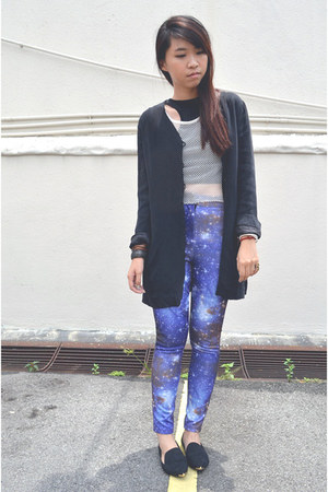 black thrifted blazer - blue galaxy print leggings - black flats