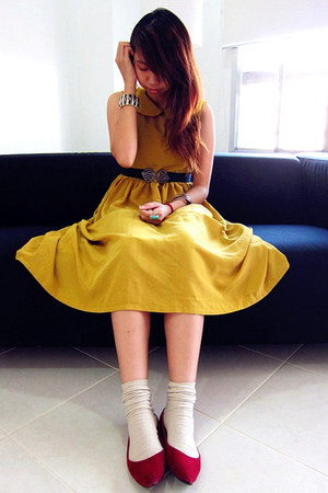mustard diy self made dress - beige socks - black elastic belt - brick red flats
