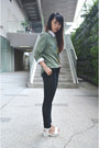 Olive-green-t-shirt-dark-gray-jeans-ivory-shirt-white-heels