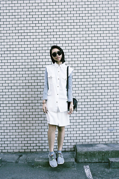 white button up MNG vest - heather gray rosche run nike shoes