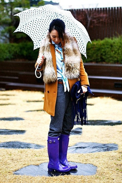 deep purple rain Hunter boots - burnt orange Club Monaco coat