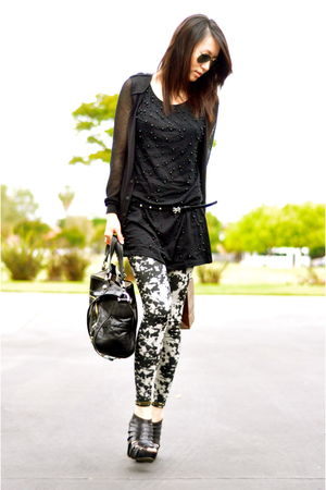Tomimito leggings - shoes - Tomimito dress - rayban sunglasses - Miss Sixty belt