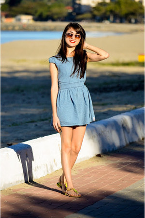jeans dress - pedras verdades sandals - glasses