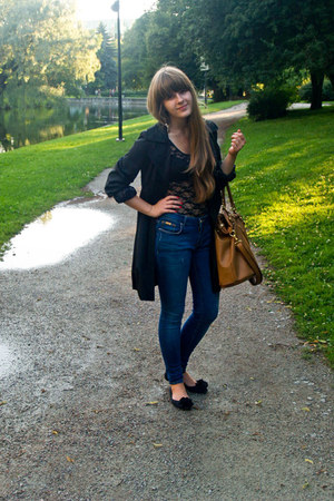 black shoes - black coat - blue Zara jeans - bronze Monton bag